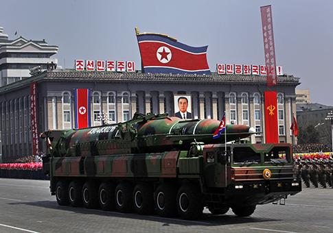 De mísseis da Coréia do Norte em desfile em Pyongyang de 15 de abril de 2012 / AP