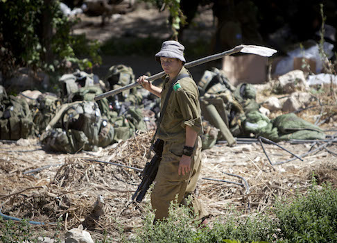 Israeli soldiers search for tunnels / AP