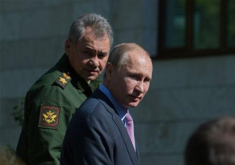 Russian leader Vladimir Putin with Defense Minister  Sergey Shoygu / AP